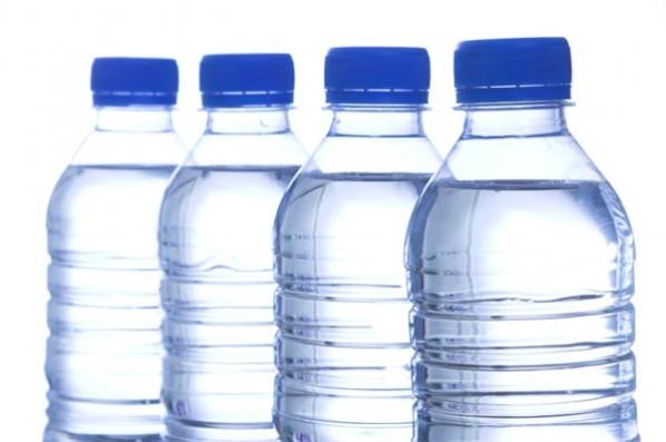 cuanto dura agua embotellada