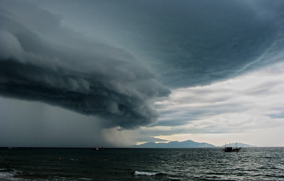 tormenta electrica oceano