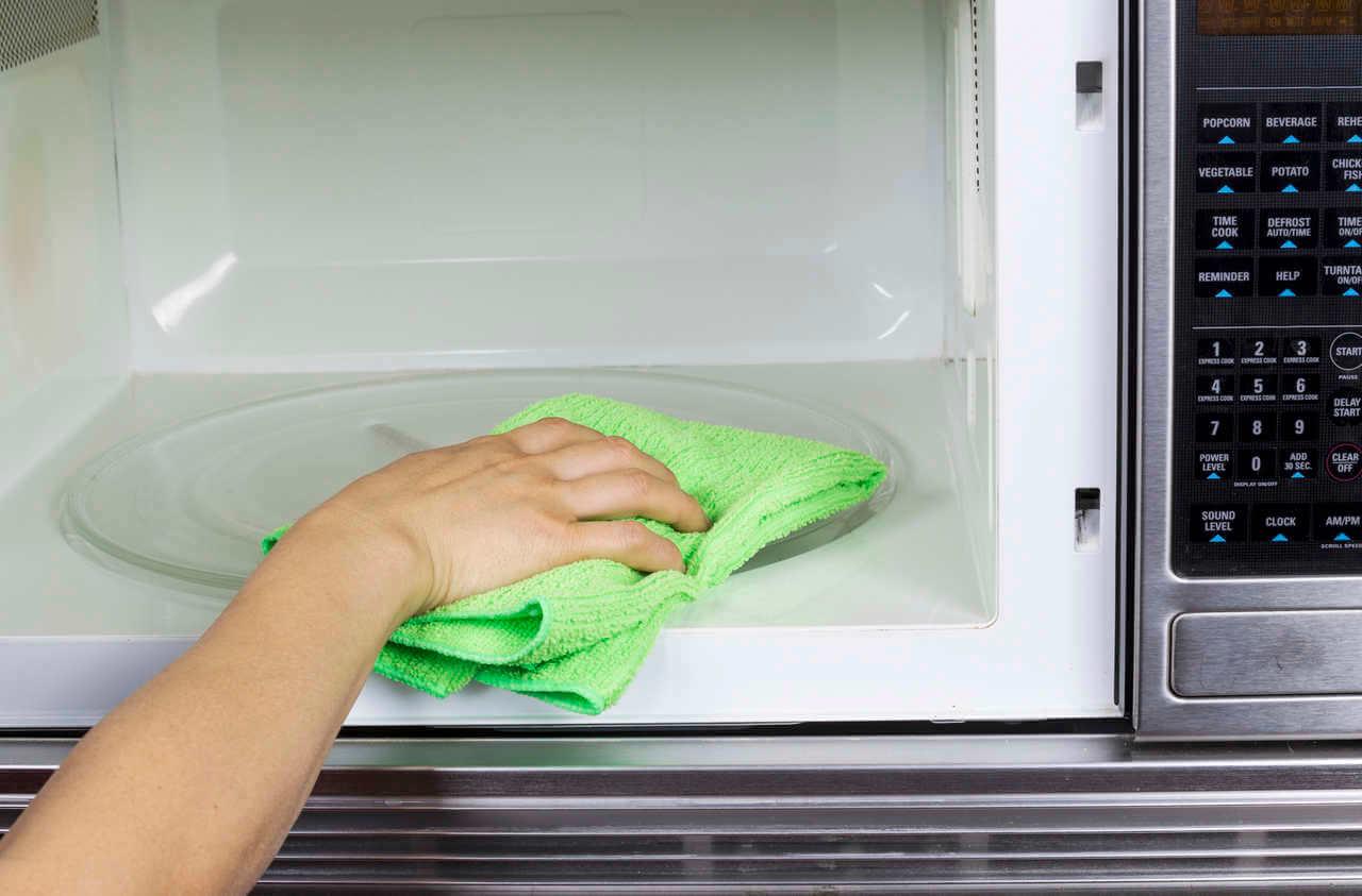 como limpiar microondas con bicarbonato